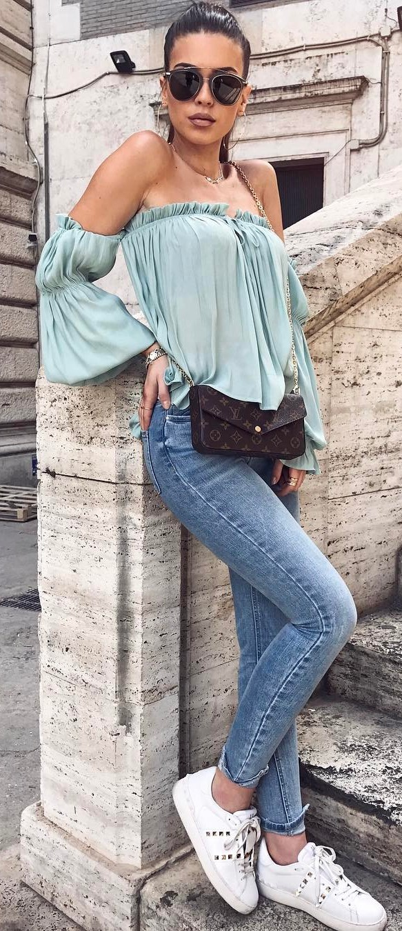 beautiful summer outfit: off shoulder top + skinnies