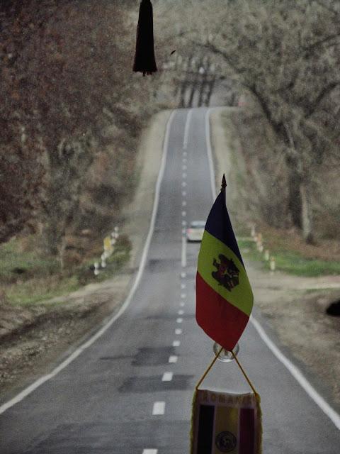 """""""Spaţiul mioritic"""" - prezent pe drumul spre Vinnitsa - blog Foto-Ideea"""