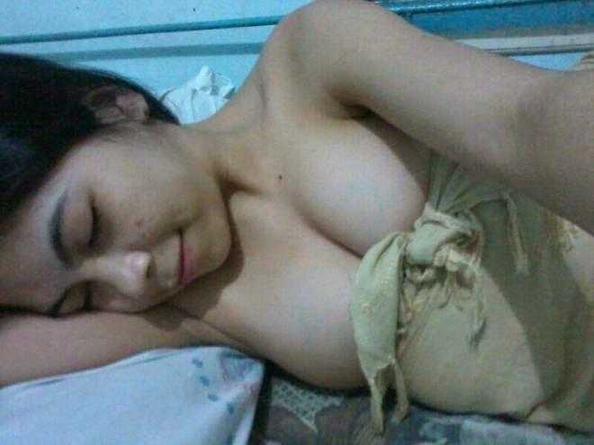 abg indonesia cantik suka selfie sambil telanjang pamer toket gede dan memek pink jembut botak,cewek igo payudara montok remas toket
