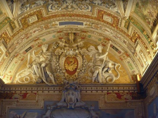 decori nelle gallerie dei musei vaticani