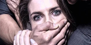 Μητέρα μικρών παιδιών ικέτευε αλλά εκείνοι αφού τη βίασαν τη δολοφόνησαν