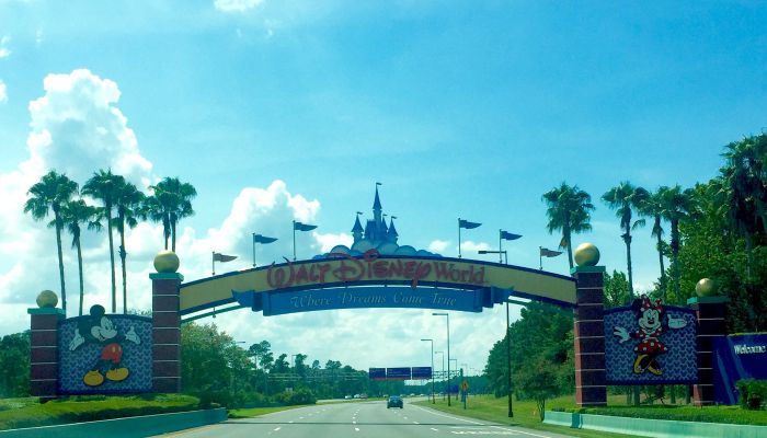 That Fleeting Holiday Feeling | Morgan's Milieu: Walt Disney World Entrance