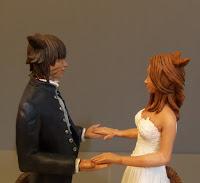 cake topper eleganti curati lusso statuette sposi artistiche fatte a mano orme magiche