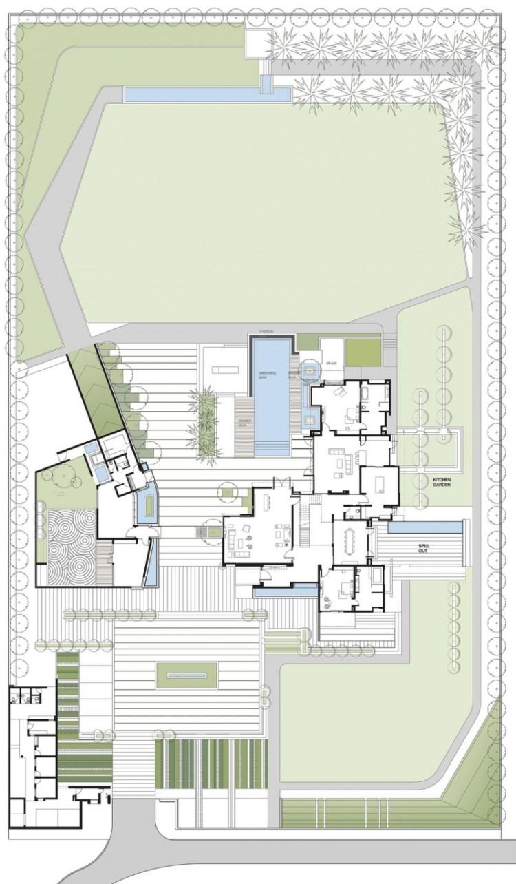 hogares frescos casa dividida en torno a un patio central grande y piscina con borde infinito