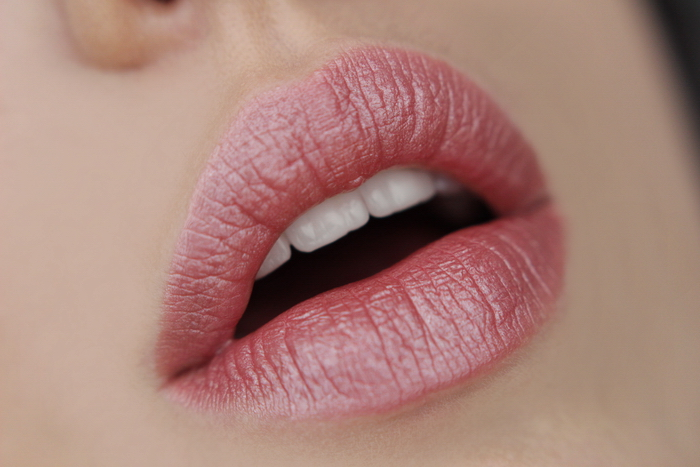 MANHATTAN Moisture Renew Lipstick Nude Delight 100