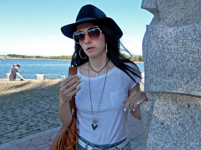fashion, moda, look, outfit, walking, penny, lane, blog, trendy, cool, street, style, casual, comfy, autumn, otoño, denim, hat, booties, botines, acesorios, accessories, anillo, ring, pendientes, collar, necklave, earrings