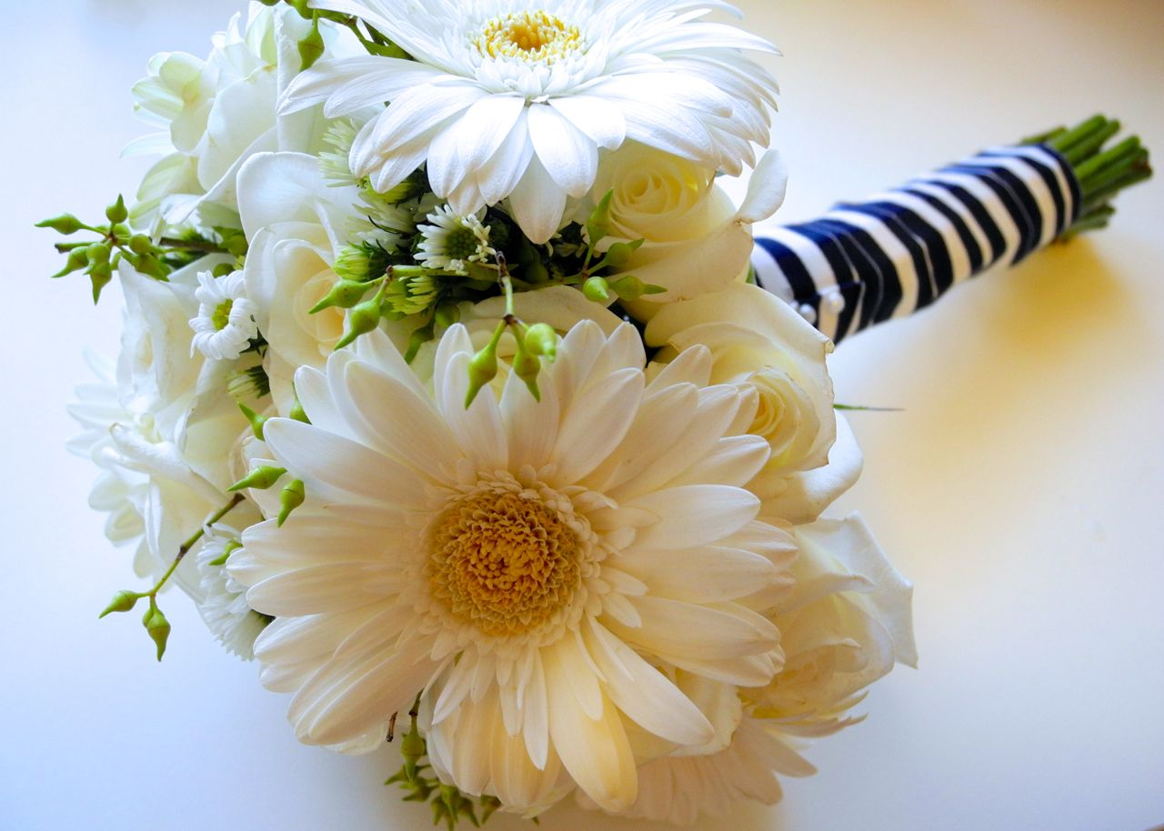 White Roses And Daisy Bouquet