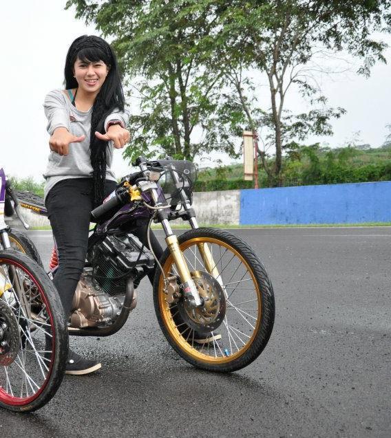 MODIFIKASI MOTOR CEWEK RACING