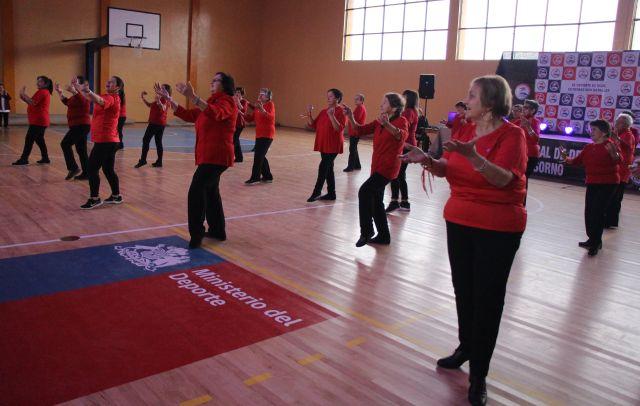 Recreación de Adultos Mayores en evento deportivo en Osorno