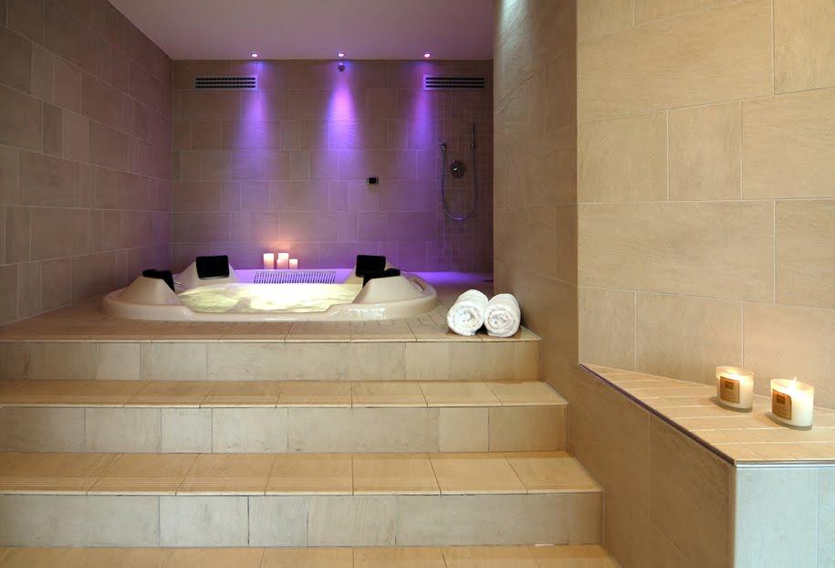 Boiserie c arredare un bagno come una spa - Miscelatore bagno moderno ...