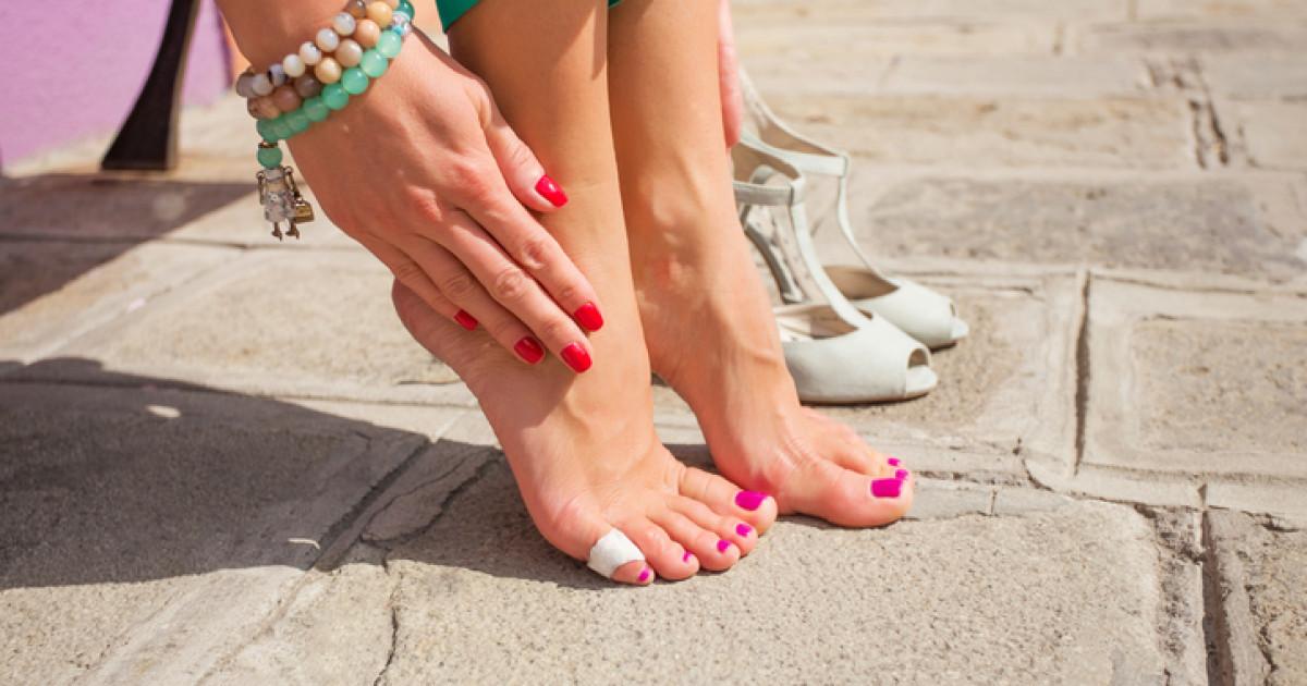 cara melenturkan sepatu kulit baru,,cara melembutkan kulit sepatu yang keras,,kaki lecet karena sepatu,,agar sepatu baru tidak membuat kaki lecet,,cara melemaskan sepatu kulit yg kaku,,kaki lecet berair,,cara melonggarkan sepatu kulit yang sempit,,cara mengobati kaki lecet karena sepatu baru