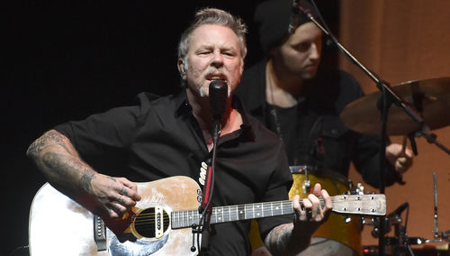 Metallica Goes Acoustic for Charity Benefit