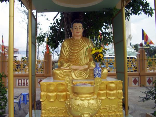 Estatua de buda en la Pagoda Vinh Trang
