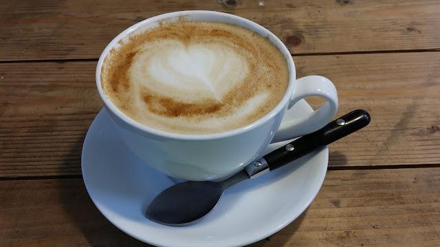 cappucino, valkoinen iso kuppi