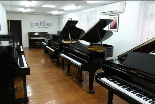 高雄世國琴行款式多樣,租用期間若想購琴,可用租金、押金、運費折抵中古鋼琴或二手鋼琴售價。