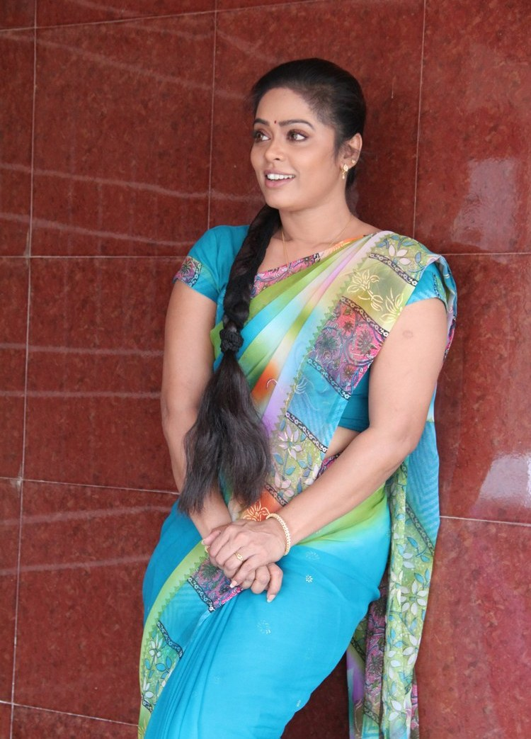 Tv Serial Actress Devi Priya Hot In Saree - Sa -6048