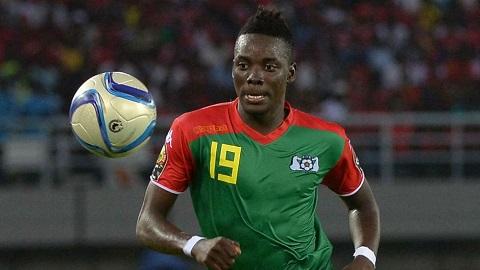 Bertrand trong màu áo tuyển Burkina Faso.