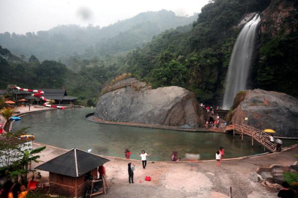 Tekreasi menarik di kawasan Air Terjun Bidadari Sentul Bogor