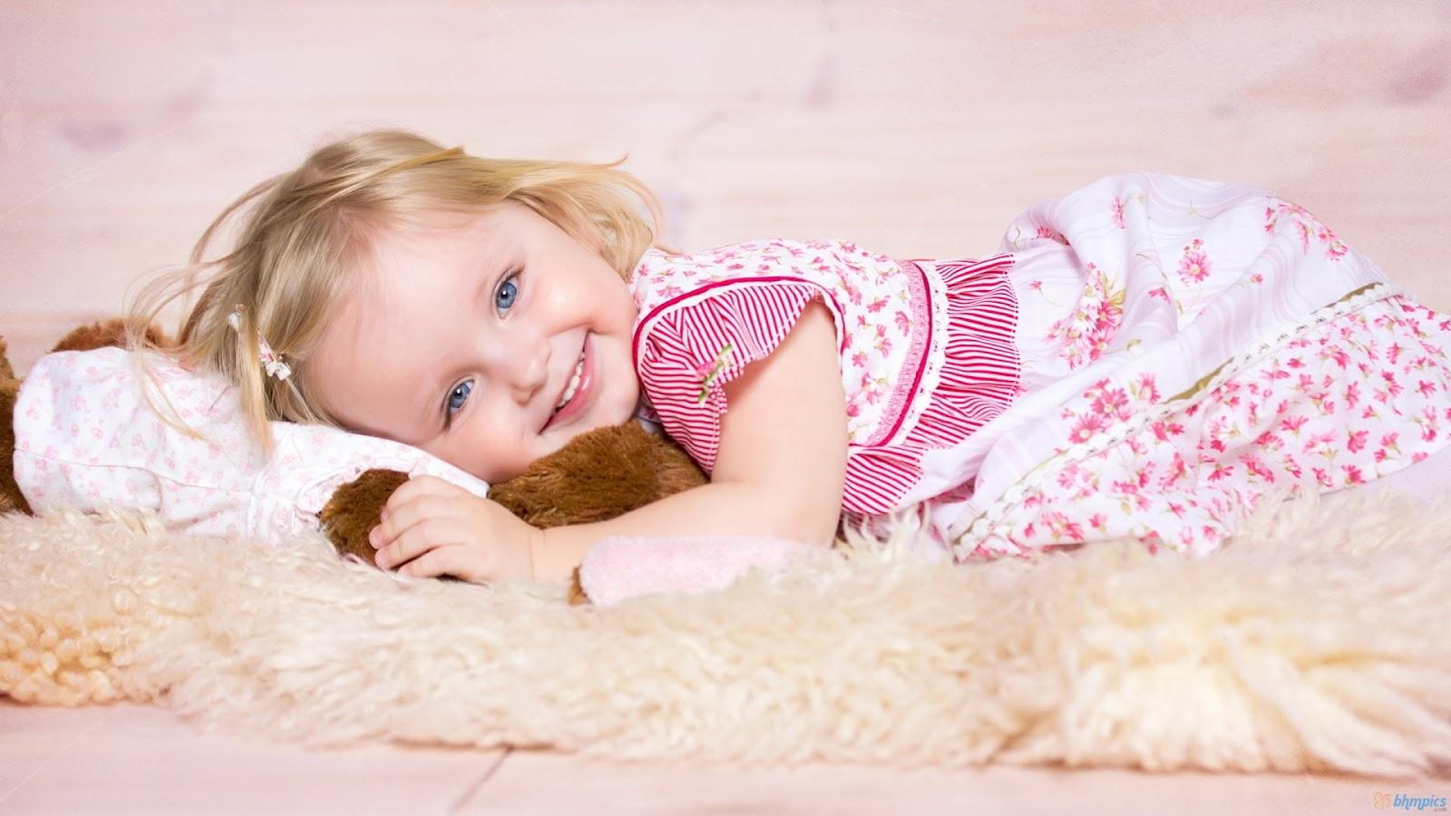Cute Smiling Baby Girl HD Wallpaper | Cute Little Babies