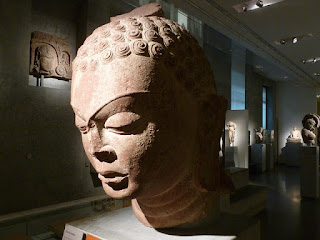 Smiling : le musée national des arts asiatiques - Guimet per Monika a Flickr