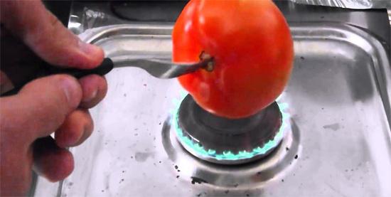 Descascando alimentos facilmente - Tomate
