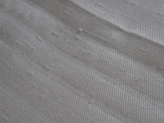 白生地ですが、年間でもたった250反ほどしか織れない凄い紬です