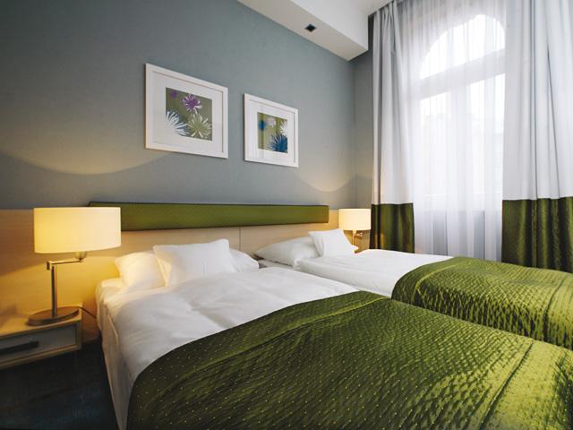 Hotel bedroom style interior decor home design ideas and for Hotel home decor