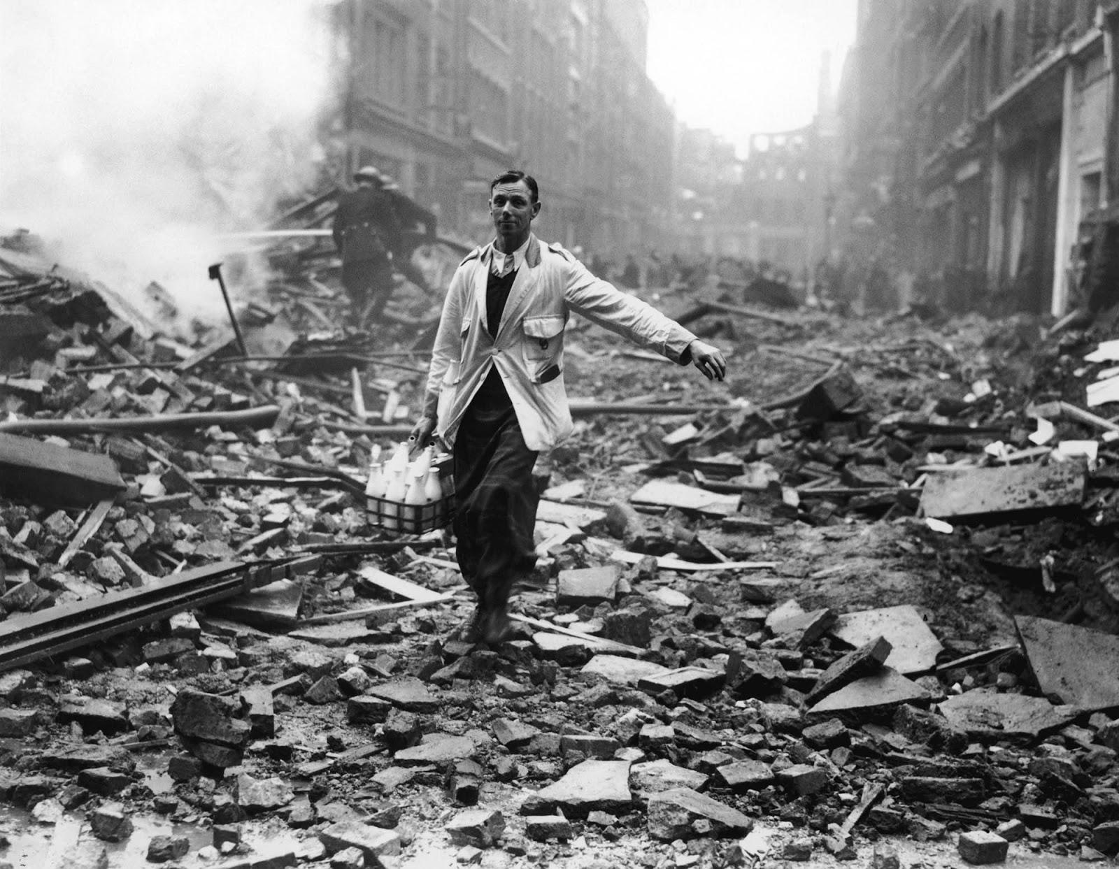 La foto impulsó la idea de que los británicos estoicos continuaran con sus vidas normales.
