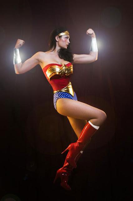 Fotos de chicas y mujeres disfrazadas de la Mujer Maravilla