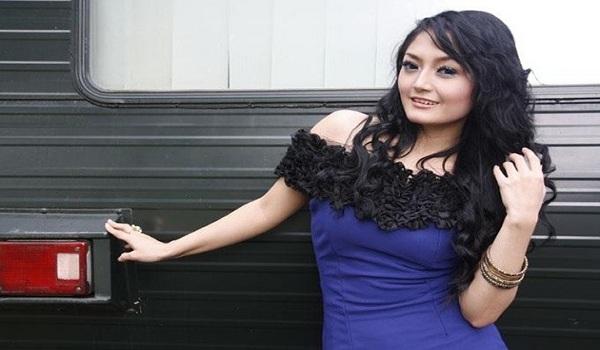 Artis Cantik Siti Badriah