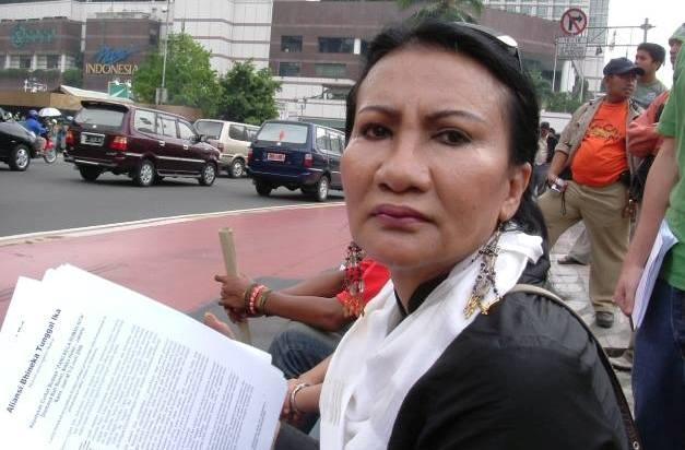 Sebut Ahok Makin Stres, Netizen Sarankan Ratna Sarumpaet 'Ngaca'