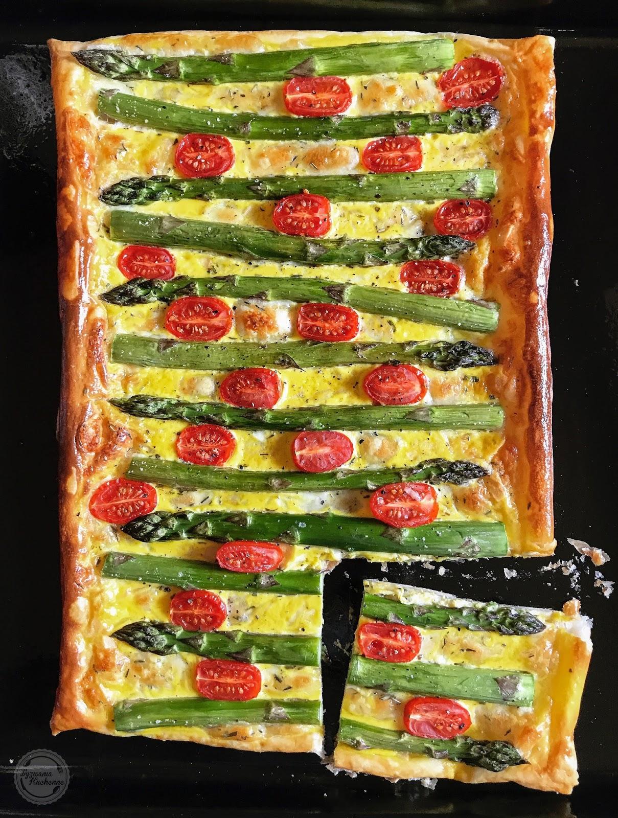 Tarta ze szparagami i pomidorkami