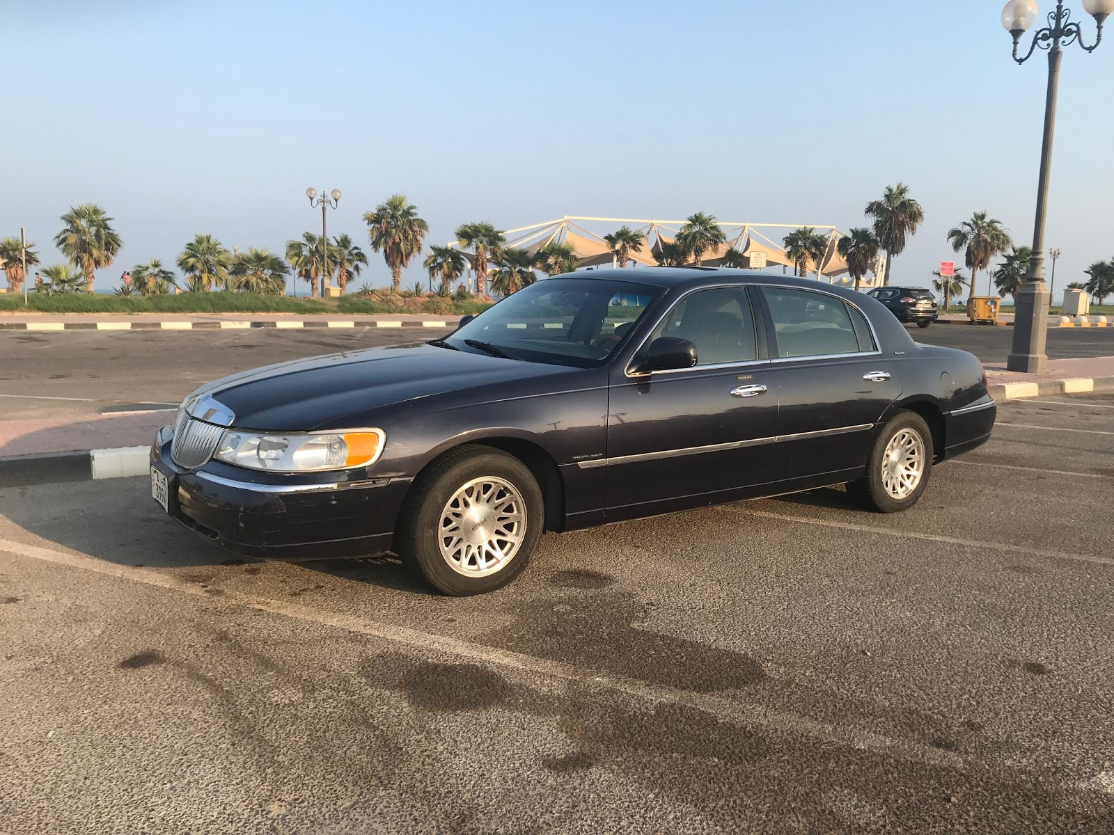 so in the spirit of the blues i just acquired my own bluesmobile a 1999 lincoln town car signature edition in fantastic condition  [ 1600 x 1200 Pixel ]