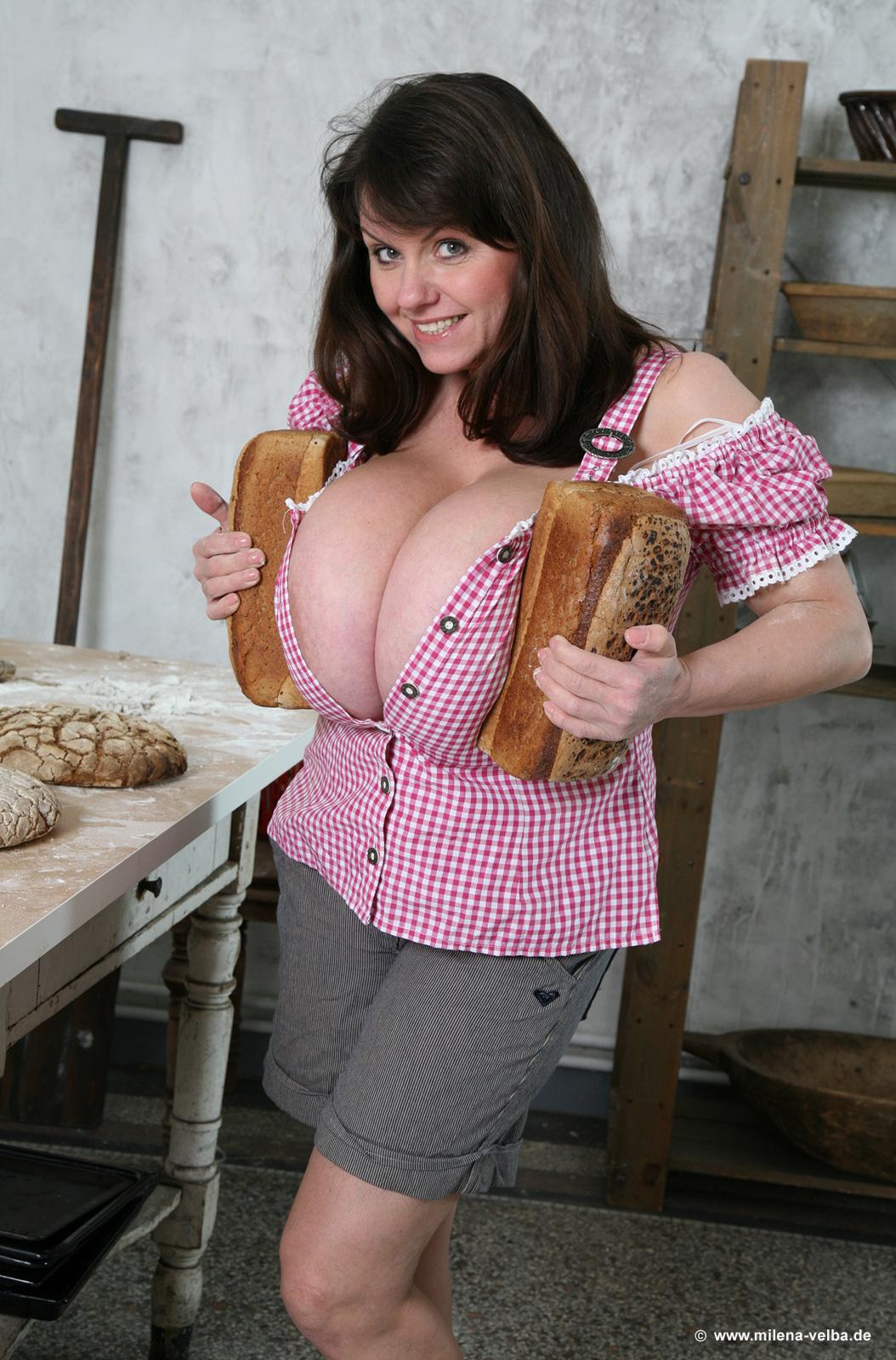 anushka shetty hot in bra