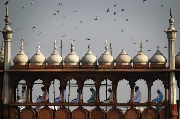 Xstg 10: Newspics: Faithful Offering Ramzan Prayers At Jama Masjid