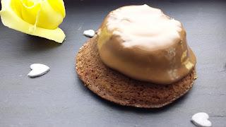 un petit café avec le muffin au chocolat?