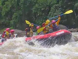 Cara aman bermain rafting