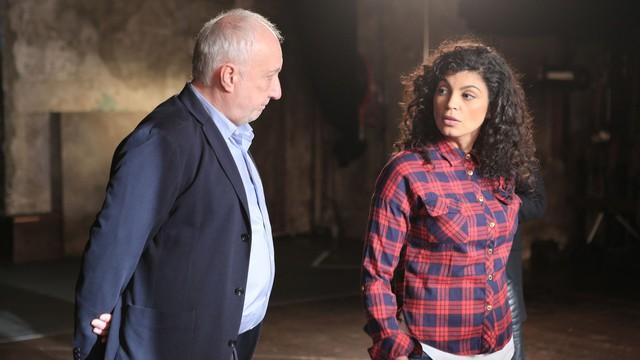 Fabrice (François Berléand) et Lila (Nawell Madani) dans C'est tout pour moi