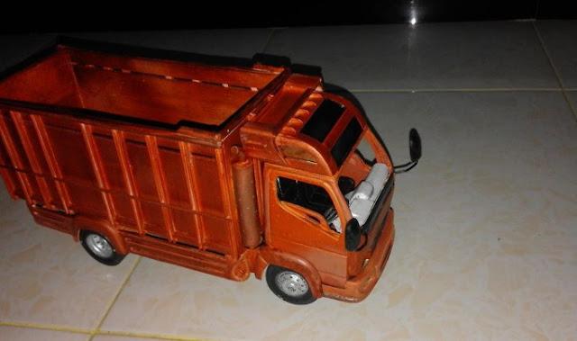 miniatur truk canter dari jepara