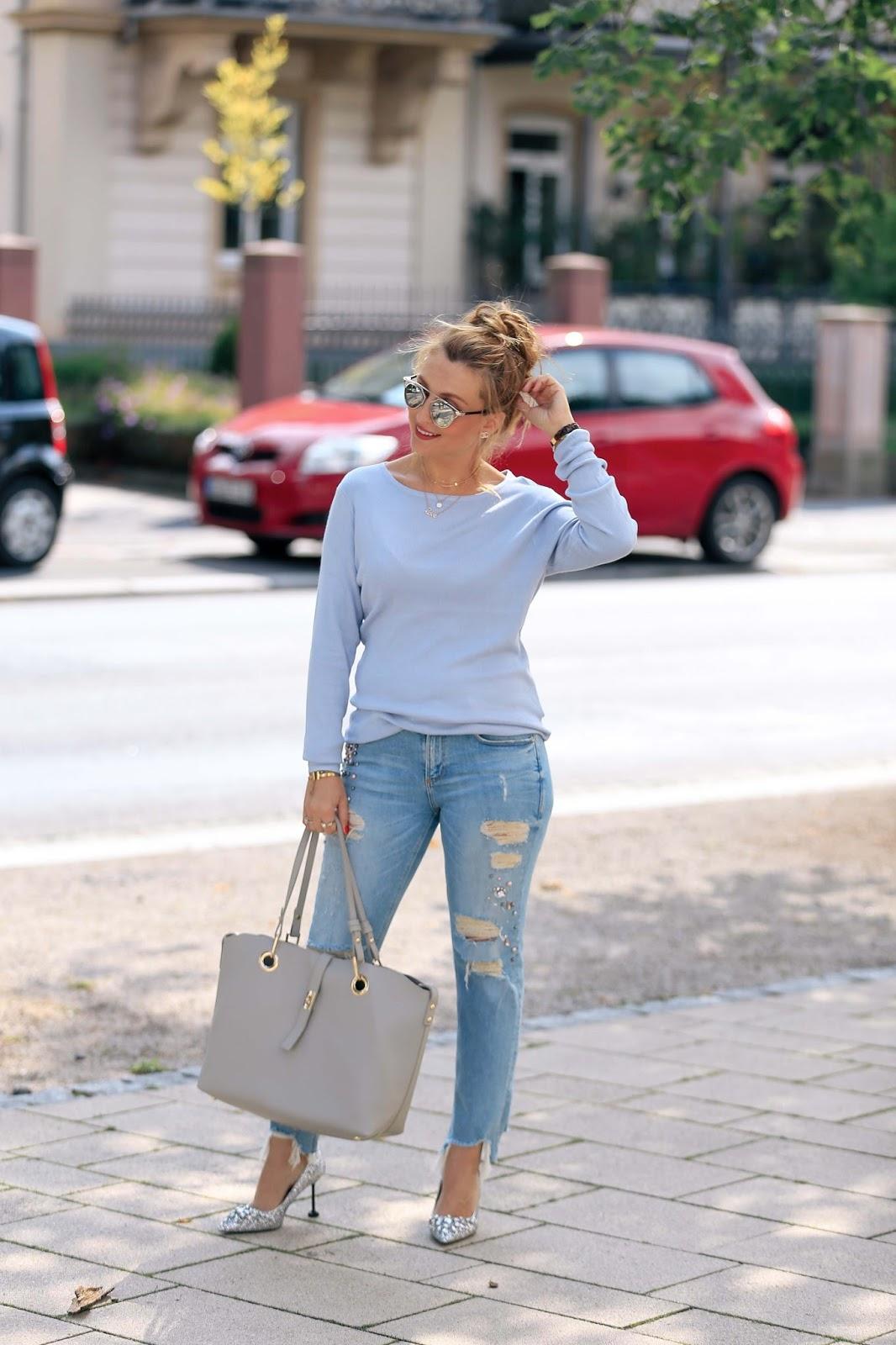 Fashionblogger-aus-deutschland-deutsche-fashionblogger-blauer-pullover-fashionstylebyjohanna
