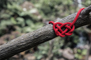 Heart attack!  Image of heart made out of string in knots (like arteries)