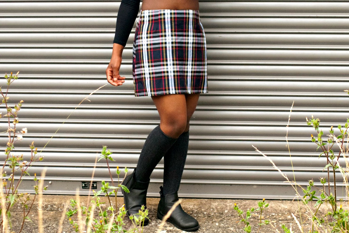 A Preppy 90's Boohoo Revival, Boohoo Skirt, Boohoo plaid skirt, 90's style, 90's fashion, bucket hat, Missguided ribbed crop top, 100 Ways to 30 UK fashion & lifestyle blog, fashion blogger, street style