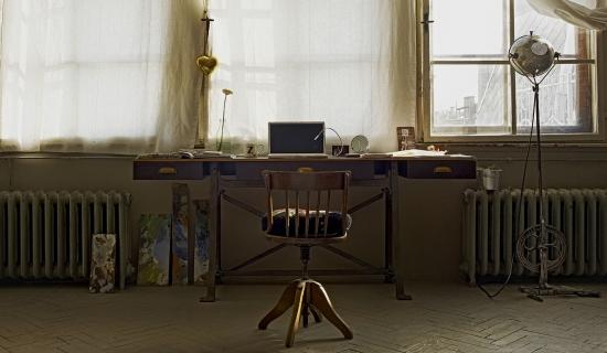 Rincón de trabajo en un mini loft vintage- industrial