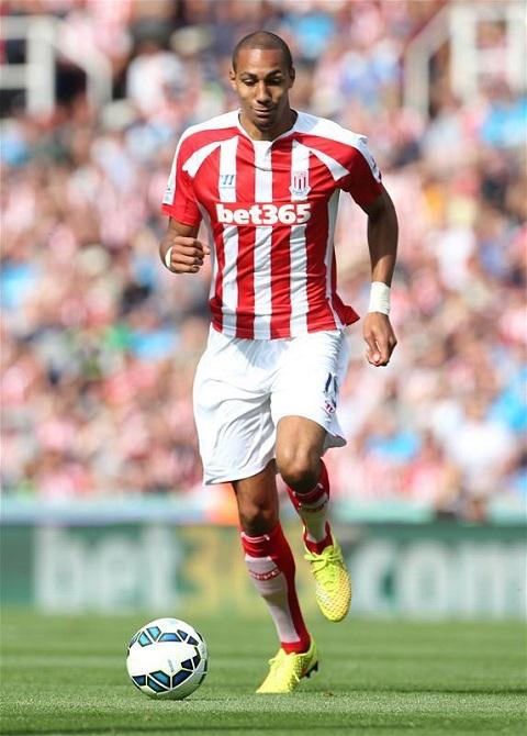 Trước khi đến Sevilla, N'Zonzi đã thi đấu cho Stoke City.