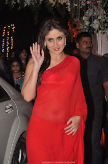 Beautiful Kareena Kapoor Stunning Saree Pics   .xyz Exclusive 002.jpg