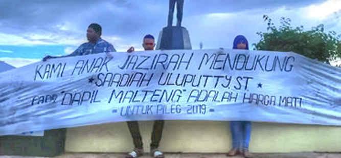 Solidaritas masyarakat dan mahasiswa Leihitu menolak opsi pemindahan Daerah Pemilihan (Dapil) politisi Partai Keadilan Sejahtera (PKS) Saadiah Uluputty dari Kabupaten Maluku Tengah ke Kota Ambon, yang diwacanakan DPW PKS Maluku.