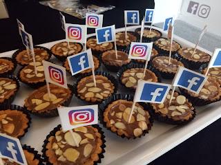 Kue Facebook dan Instagram
