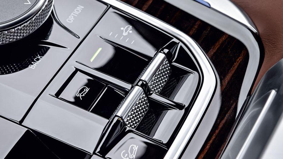 Thông Số Và Giá Xe BMW X5 Đời Mới Nhất Model 2019 Ra Mắt Bao Nhiêu, Xe BMW X5 có mấy phiên bản và động cơ, Màu sắc ngoại thất gồm bao nhiêu màu, màu trắng và màu đen nôi bât nhất, xe 3.0 và 2.0 khác biệt gì nhau