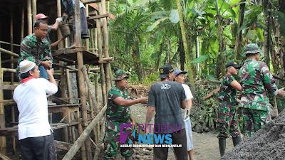 Serbuan Teritorial Babinsa Koramil/09 Pituruh dalam pembangunan Musholla Desa Sawangan