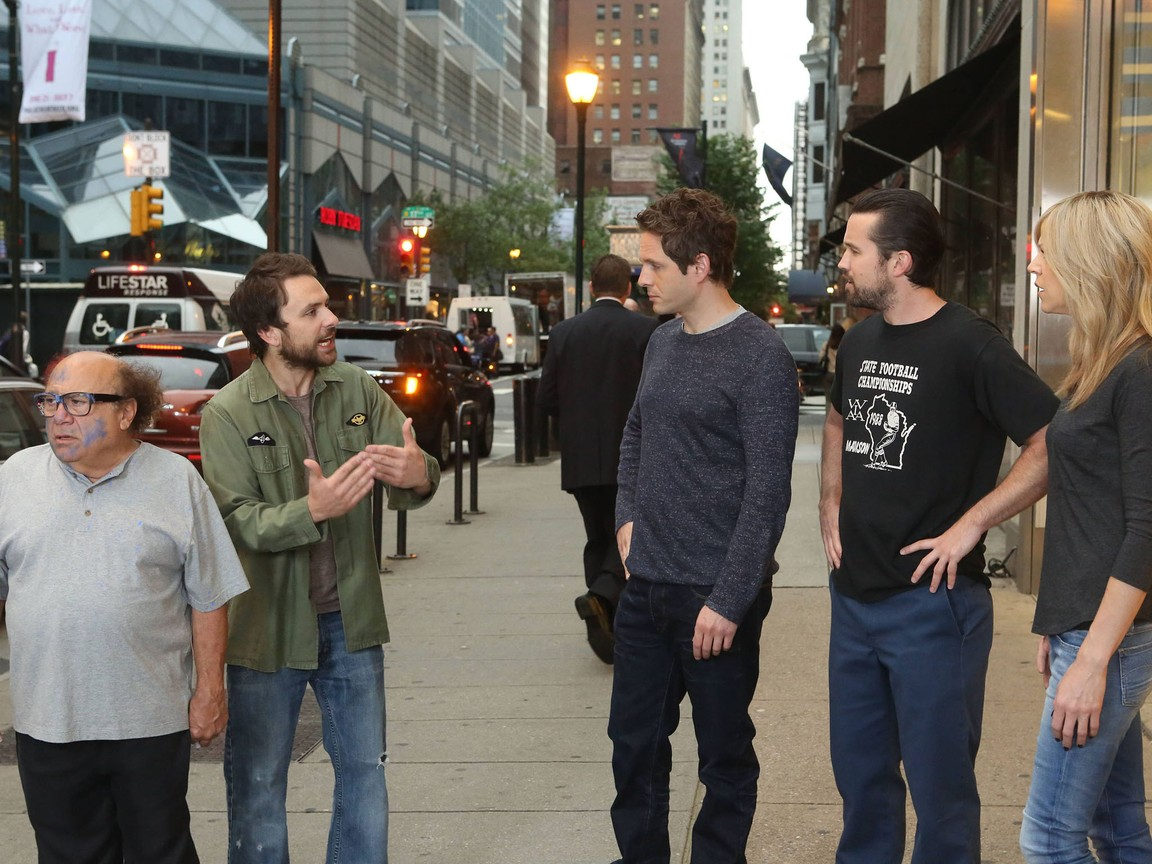 Its Always Sunny In Philadelphia - Season 9 Episode 03:The Gang Tries Desperately to Win an Award